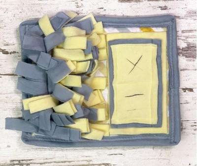Нюхательный коврик MINIK,  серо-желт | 28*23 см